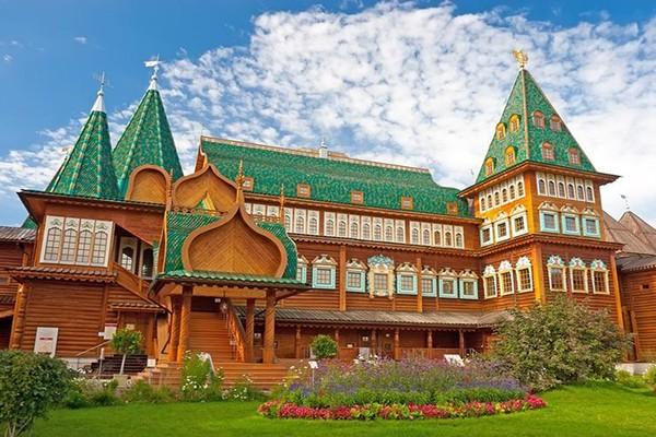 چرا بهار و تابستان بهترین زمان برای سفر به روسیه است؟