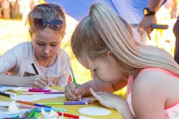 از 13 جولای تا 4 اوت کودکان در پارکهای مسکو تجارت را آموزش می بینند